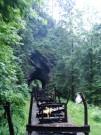 Ďalšia zo zaujímavostí tejto železnice - niekoľko tunelov cez skalnaté meandre Vaseru