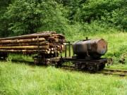 Úplný koniec vlaku - dva osobné vozne, deväť párov oplenov a na záver hrkotajúca cisterna